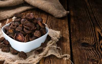 lose 10 pounds - bowl of kola nuts on rustic wooden background
